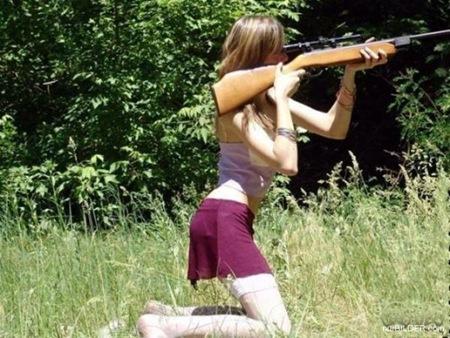 Girl-holding-gun-wrong