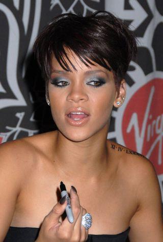 Rihanna_VirginMegastore